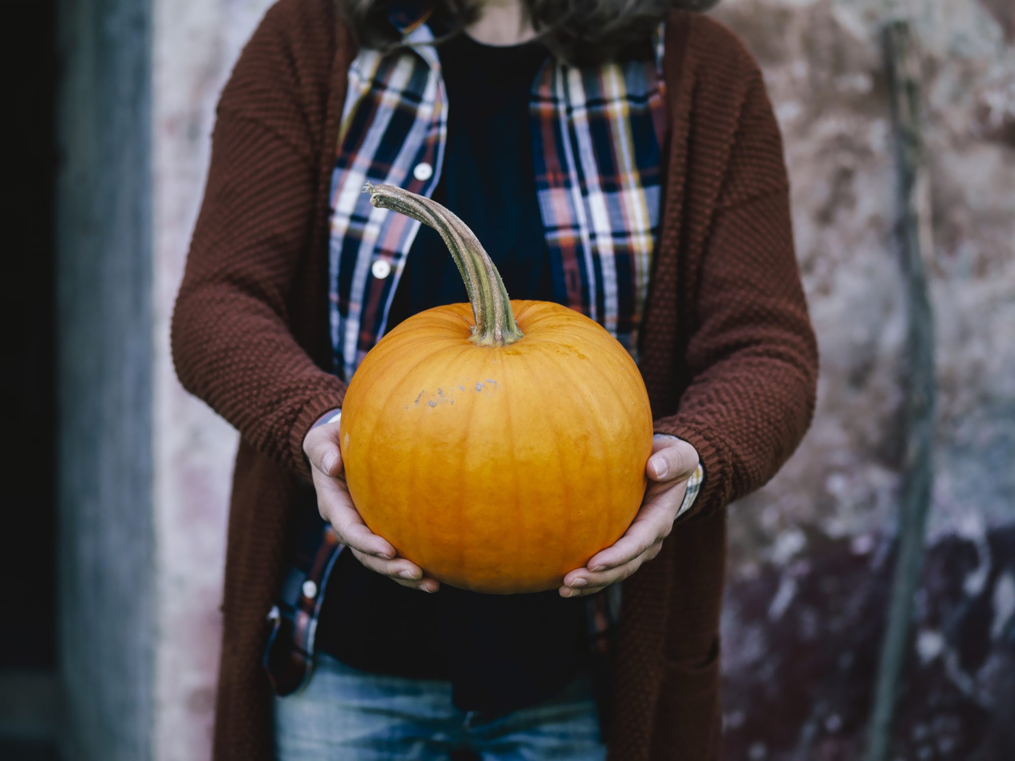pumpkin-patch woman fall pumpkin benefits food diet health