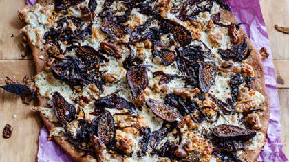 red-onion-fig-pizza