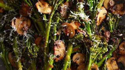 roasted-broccolini-winey-mushrooms