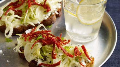 Toasts with Fennel and Sun-Dried Tomatoes