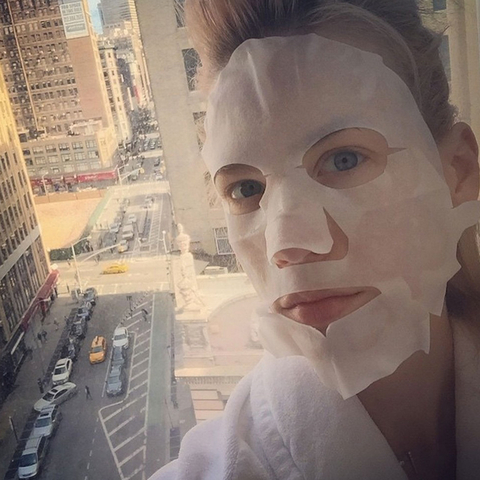 Celebs Wearing Face Masks - January Jones