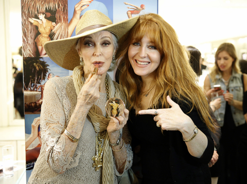 Charlotte Tilbury and Carmen Dell'Orefice - Embed