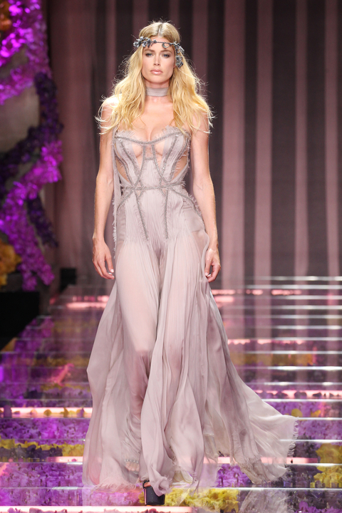 Doutzen Kroes walks the runway during the Versace show as part of Paris Fashion Week Haute Couture Fall/Winter 2015/2016 on July 5, 2015 in Paris, France.