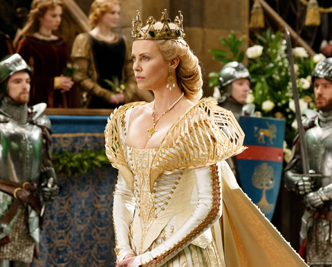 SNOW WHITE AND THE HUNTSMAN, Charlize Theron, 2012. ph: Alex Bailey/©Universal Pictures/courtesy Eve