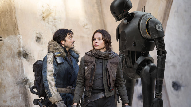 Rogue One: A Star Wars StoryL to R: Cassian Andor (Diego Luna), Jyn Erso (Felicity Jones) and K-2SO (Alan Tudyk)Ph: Jonathan Olley© 2016 Lucasfilm Ltd. All Rights Reserved.