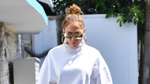 "Jennifer Lopez Just Single-Handedly Brought Back This ""Ugly"" Shoe Trend"
