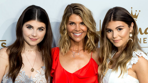 """Lori Loughlin Reportedly Didn't Know Anything About Olivia Jade's """"Fake Résumé"""""""