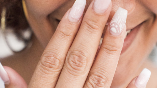 This Is the One Way to Remove Acrylics Without Damaging Your Own Nails