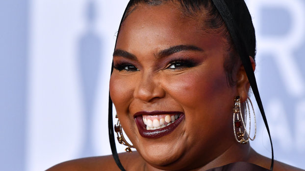 Lizzo Wore a Hershey's Chocolate Bar Wrapper as a Gown