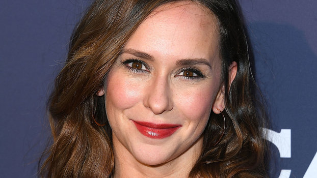 Jennifer Love Hewitt Just Dyed Her Hair Pink at Home