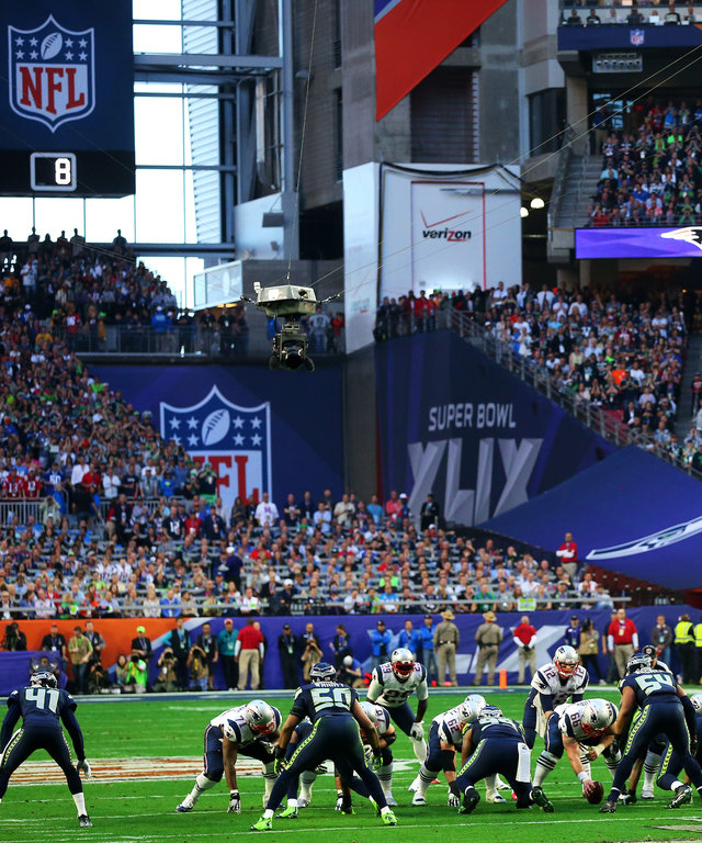 GLENDALE, AZ - FEBRUARY 01:  The Seattle Seahawks play the New England Patriots in the first quarter during Super Bowl XLIX at University of Phoenix Stadium on February 1, 2015 in Glendale, Arizona.  (Photo by Ronald Martinez/Getty Images)