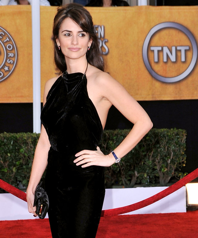 LOS ANGELES, CA - JANUARY 25:  Actress Penelope Cruz arrives at the 15th Annual Screen Actors Guild Awards held at the Shrine Auditorium on January 25, 2009 in Los Angeles, California.  (Photo by Steve Granitz/WireImage)