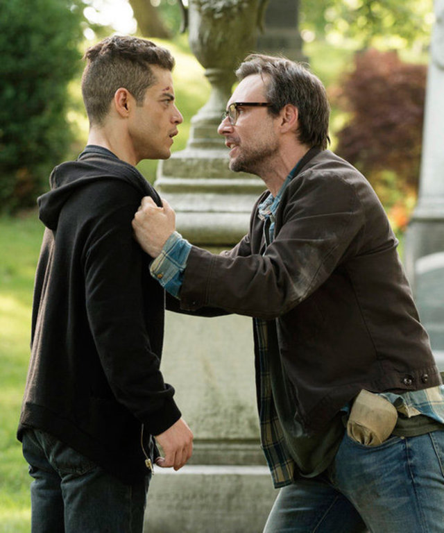 2015 USA Network Media, LLC MR. ROBOT --  m1rr0r1ng.qt  Episode 109 -- Pictured: (l-r) Rami Malek as Elliot Alderson, Christian Slater as Mr. Robot -- (Photo by: Virginia Sherwood/USA Network)