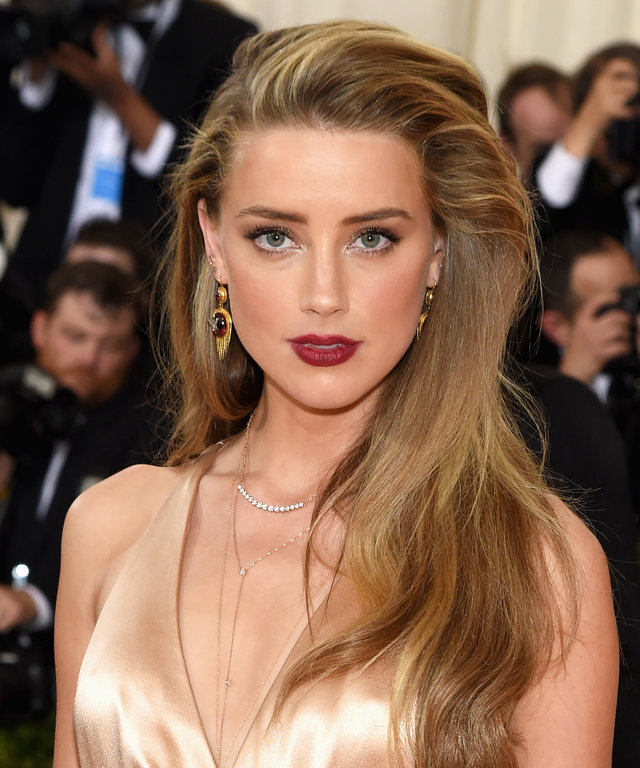 NEW YORK, NY - MAY 02:  Amber Heard attends the  Manus x Machina: Fashion In An Age Of Technology  Costume Institute Gala at Metropolitan Museum of Art on May 2, 2016 in New York City.  (Photo by Jamie McCarthy/FilmMagic)