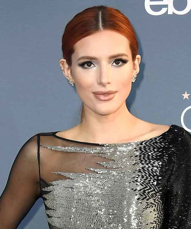 SANTA MONICA, CA - DECEMBER 11:  Actress Bella Thorne attends The 22nd Annual Critics' Choice Awards at Barker Hangar on December 11, 2016 in Santa Monica, California.  (Photo by Frazer Harrison/Getty Images)
