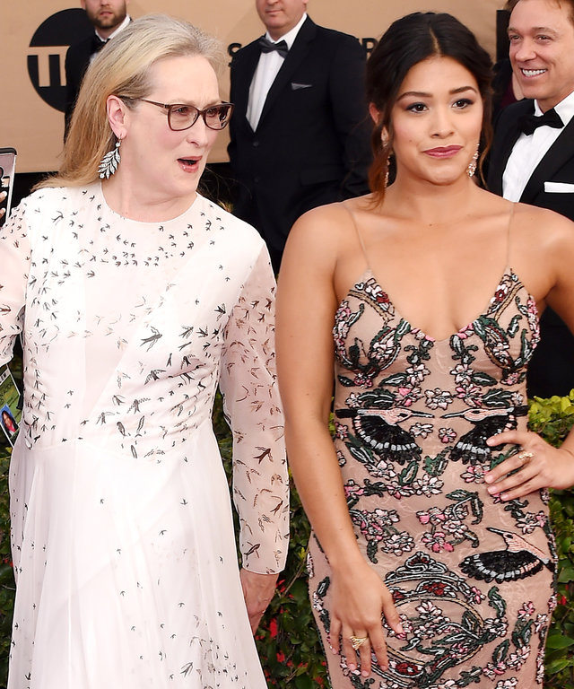 January 29, 2017 Los Angeles, CAMeryl Streep and Gina Rodriguez23rd Annual Screen Actors Guild Awards held at the Shrine Auditorium© OConnor-Arroyo / AFF-USA.com