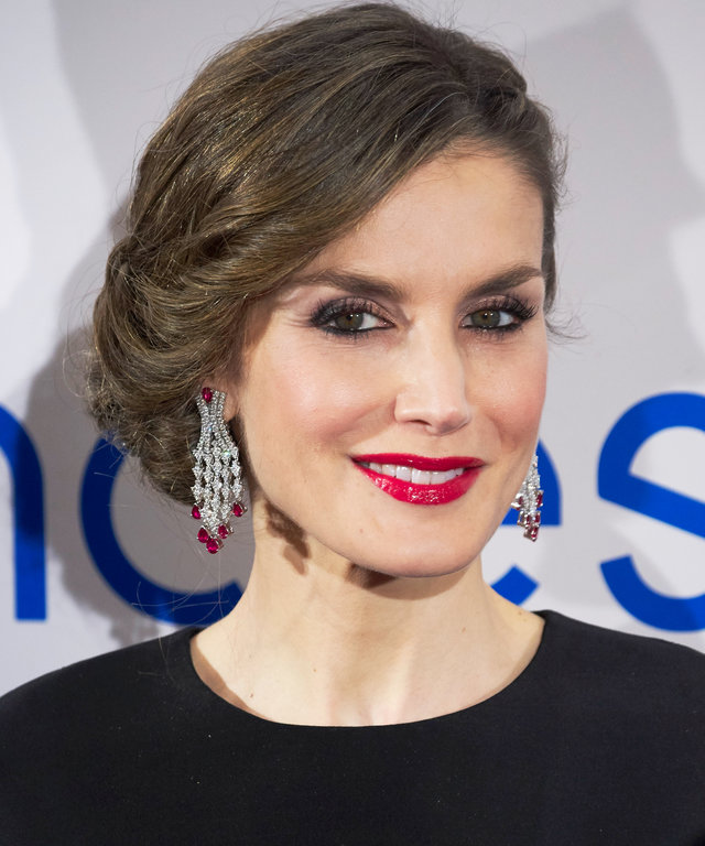 MADRID, SPAIN - FEBRUARY 07:  Queen Letizia of Spain attends the Expansion newspaper 30th anniversary at the Palace Hotel on February 7, 2017 in Madrid, Spain.  (Photo by Carlos Alvarez/Getty Images)