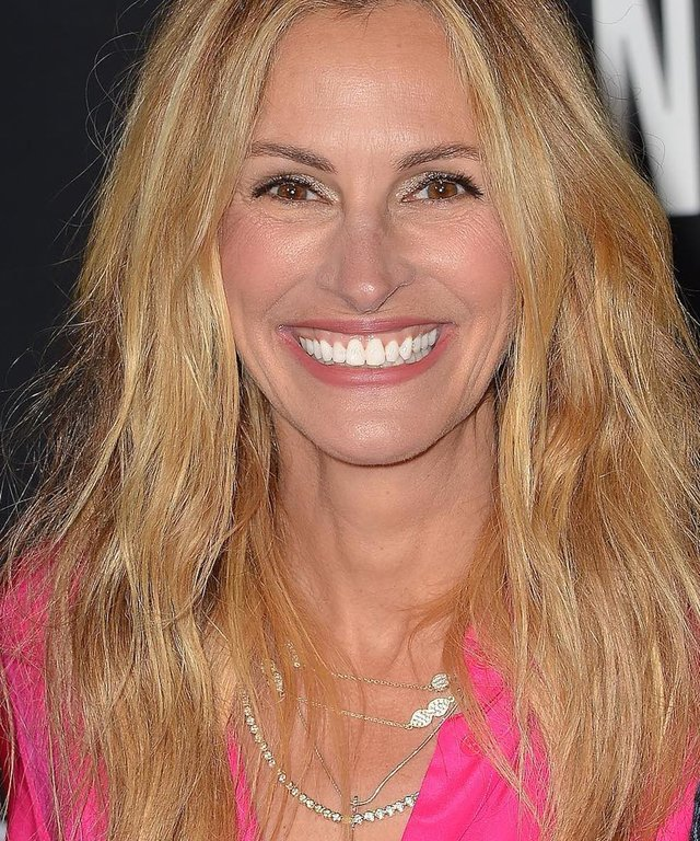 Julia Roberts wearing Melinda Maria Jewelry