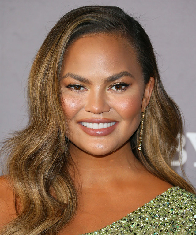 Hairstyles With Bangs - Chrissy Teigen