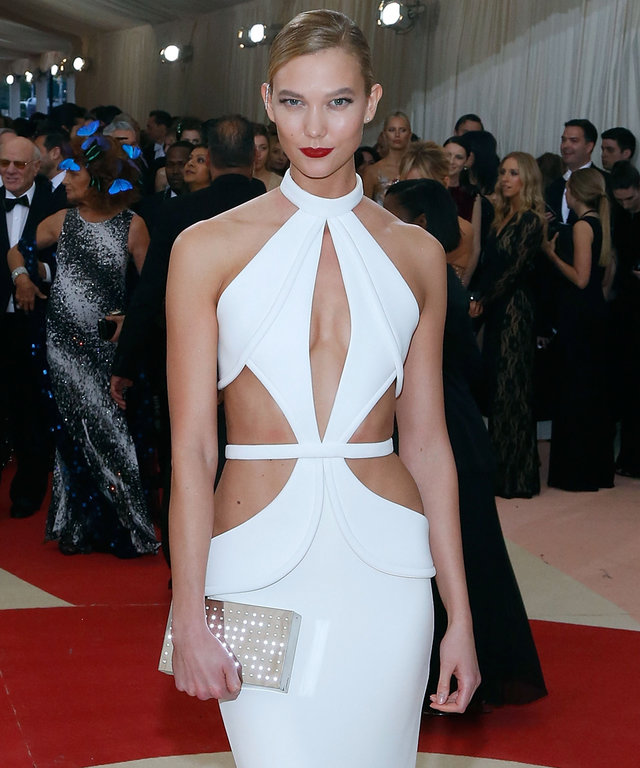 Karlie Kloss attends 'Manus x Machina: Fashion in an Age of Technology', the 2016 Costume Institute Gala at the Metropolitan Museum of Art on May 02, 2016 in New York, New York.