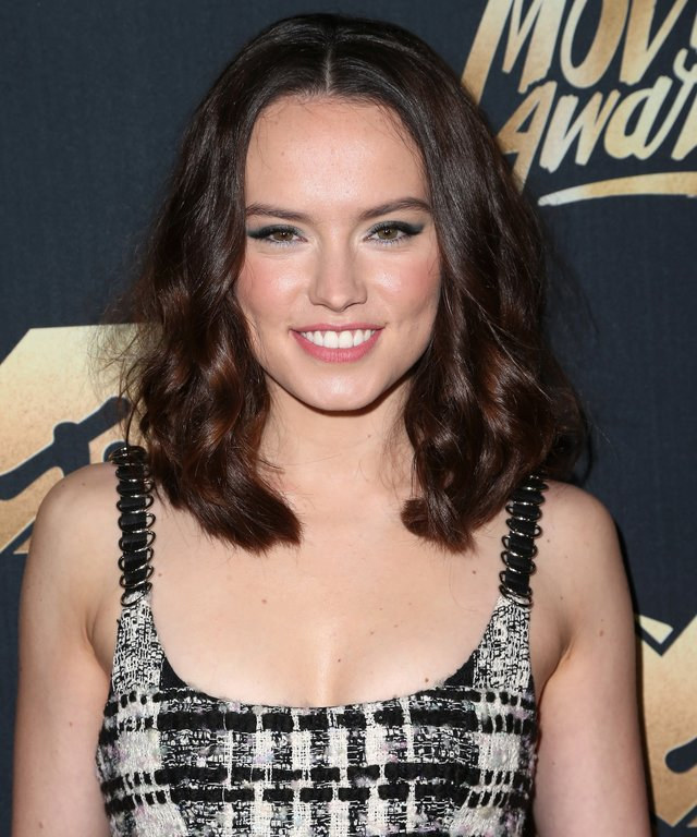 Actress Daisy Ridley attends the 2016 MTV Movie Awards.