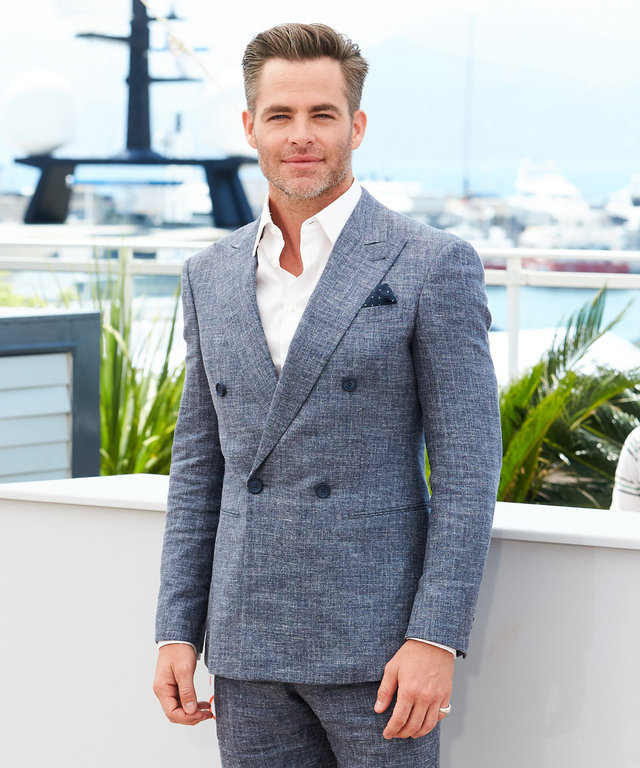 """CANNES, FRANCE - MAY 16: Chris Pine attends the """"Hell Or High Water"""" photocall during the 69th annual Cannes Film Festival at Palais des Festivals on May 16, 2016 in Cannes, France. (Photo by Epsilon/Getty Images)"""