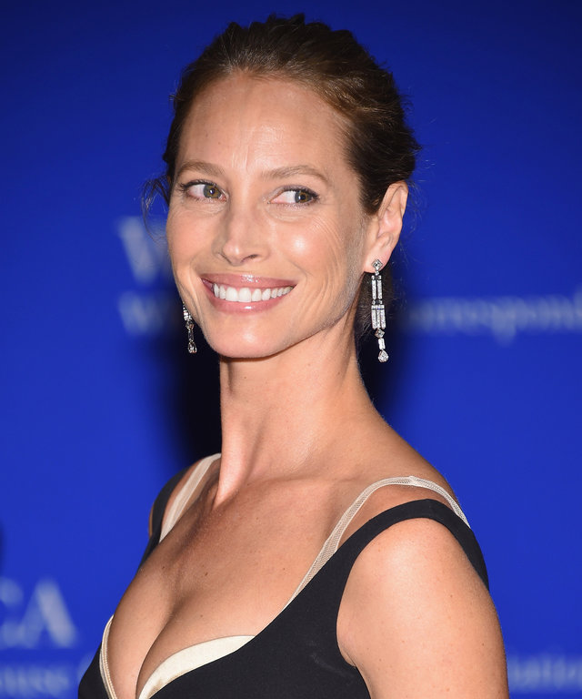 WASHINGTON, DC - APRIL 30:  Model Christy Turlington attends the 102nd White House Correspondents' Association Dinner on April 30, 2016 in Washington, DC.  (Photo by Larry Busacca/Getty Images)