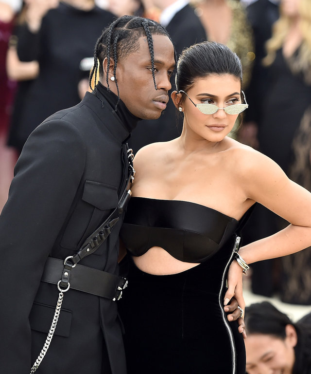 Kylie and Travis lead