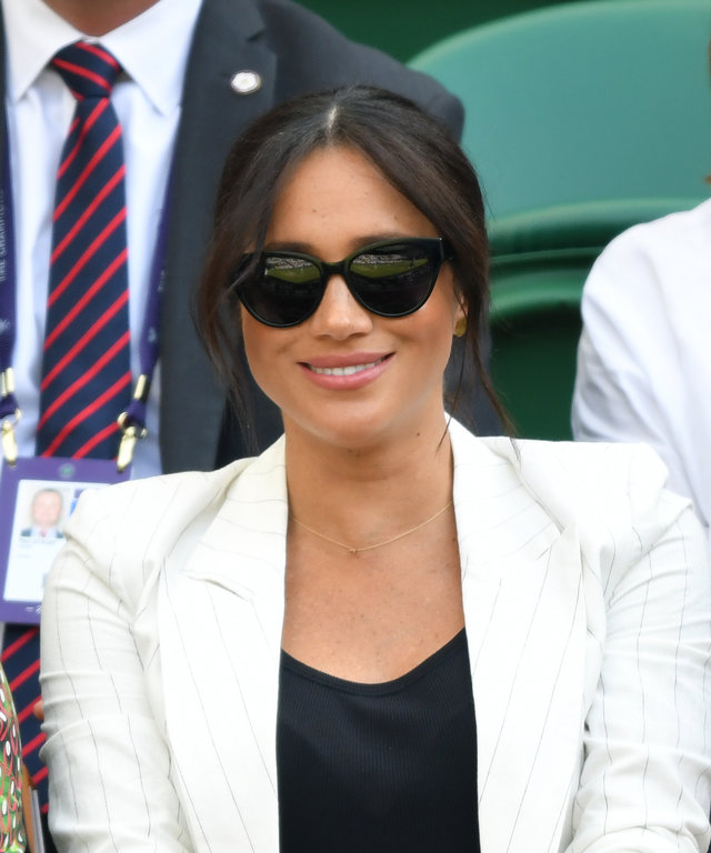 LONDON, ENGLAND - JULY 04: Meghan, Duchess of Sussex attends day four of the Wimbledon Tennis Championships at All England Lawn Tennis and Croquet Club on July 04, 2019 in London, England. (Photo by Karwai Tang/Getty Images)