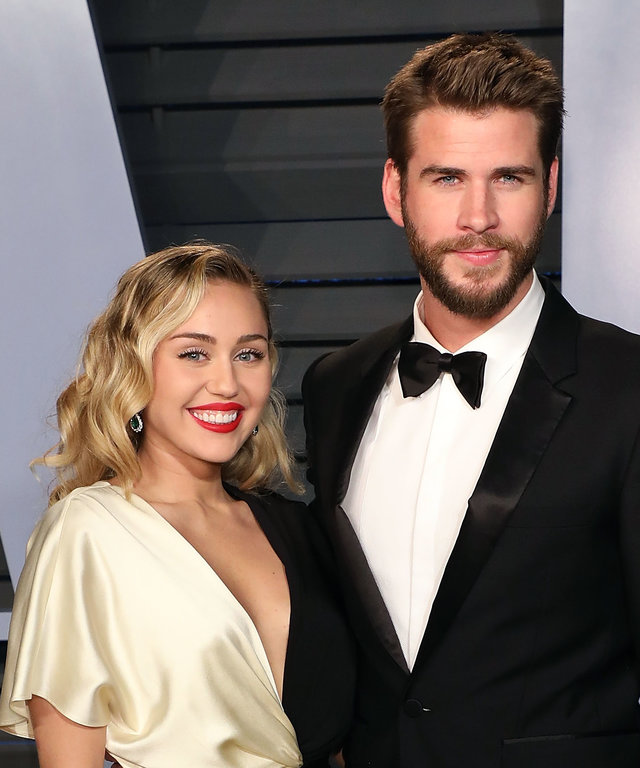 BEVERLY HILLS, CA - MARCH 04:  Miley Cyrus and Liam Hemsworth attend the 2018 Vanity Fair Oscar Party hosted by Radhika Jones at the Wallis Annenberg Center for the Performing Arts on March 4, 2018 in Beverly Hills, California.  (Photo by Taylor Hill...