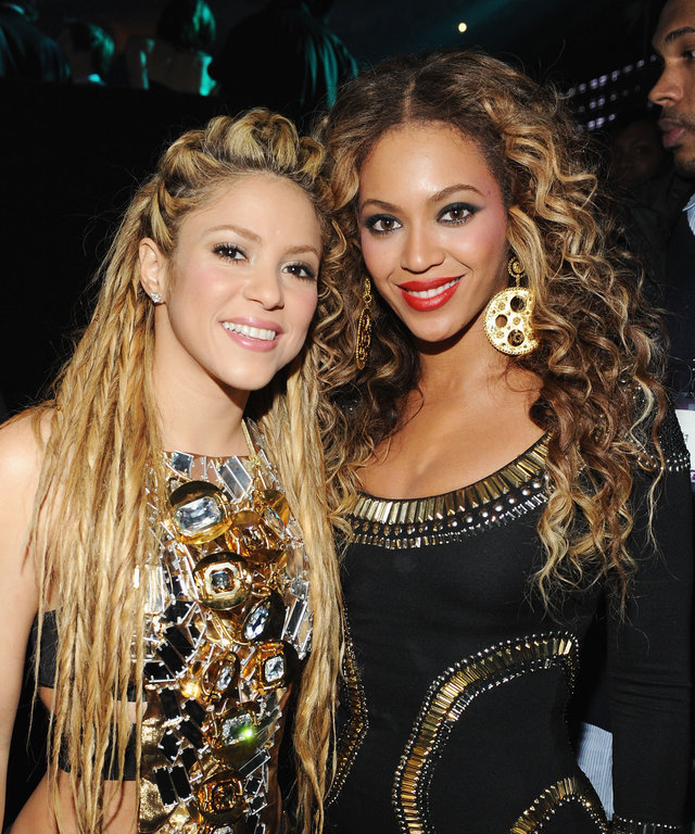 Beyoncé and Shakira MTV Europe Music Awards 2009 - Backstage
