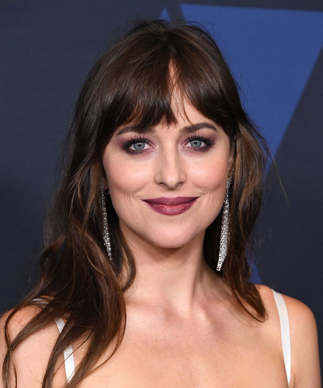 How to Grow Out Bangs - Dakota Johnson