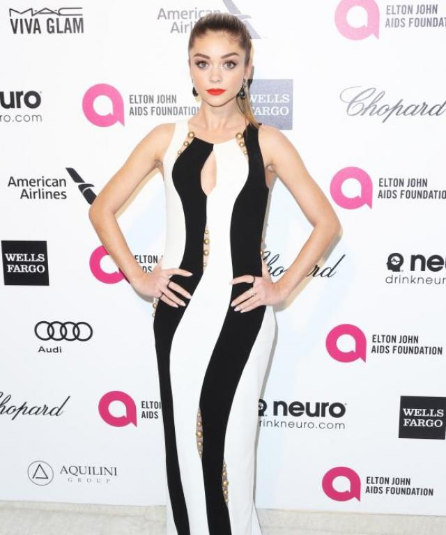Sarah Hyland at the 2015 Oscars