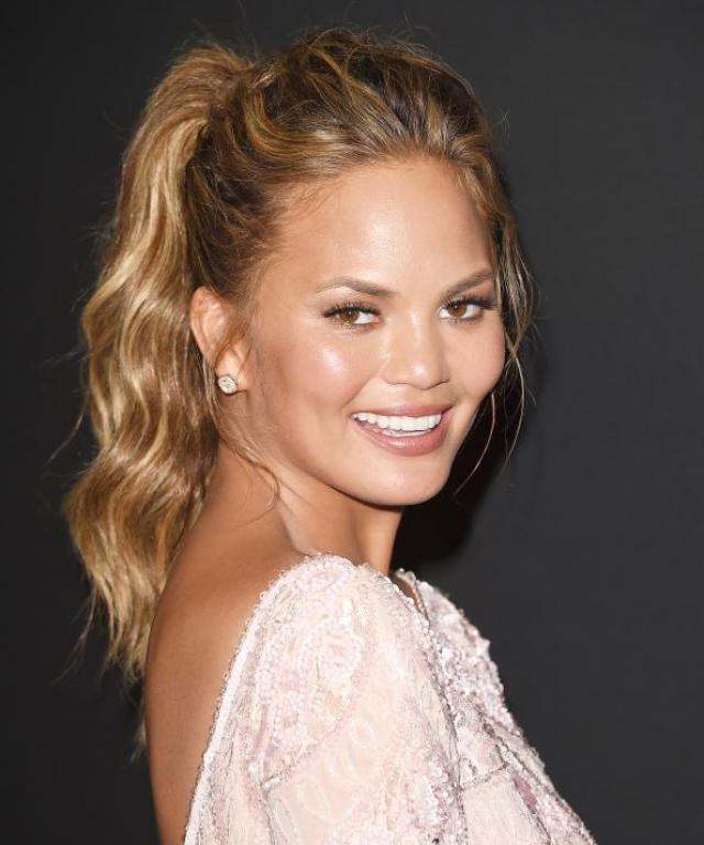 Chrissy Teigen at the Golden Globes 2015