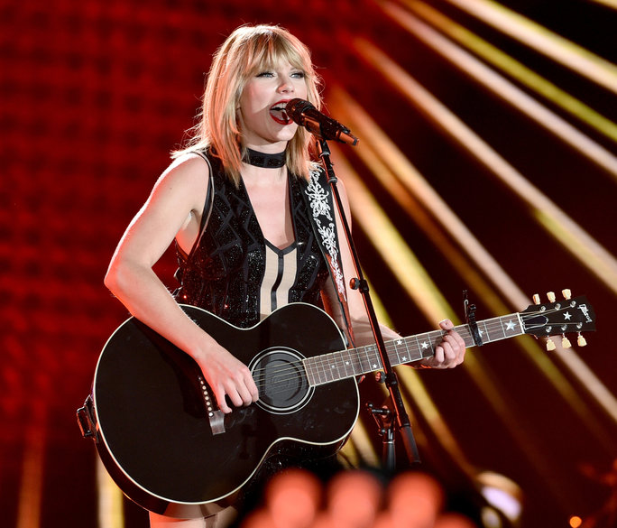 Singer/songwiter Taylor Swift perfoms onstage during the Formula 1 USGP on October 22, 2016 in Austin, Texas.
