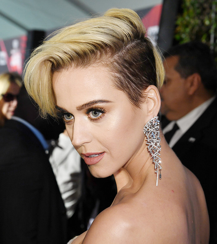 Katy Perry Hair iHeartRadio Awards - Embed 1