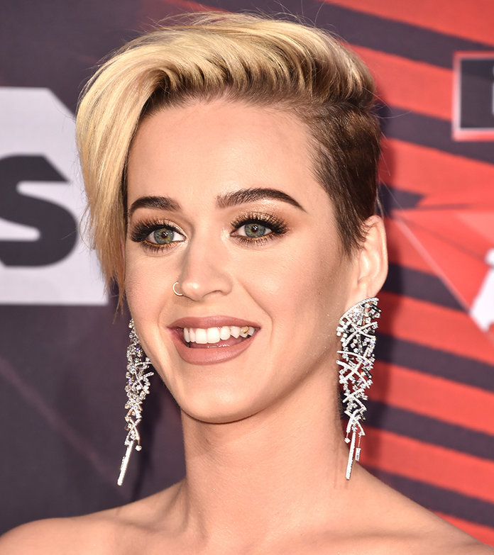 Katy Perry Hair iHeartRadio Awards - Embed 3