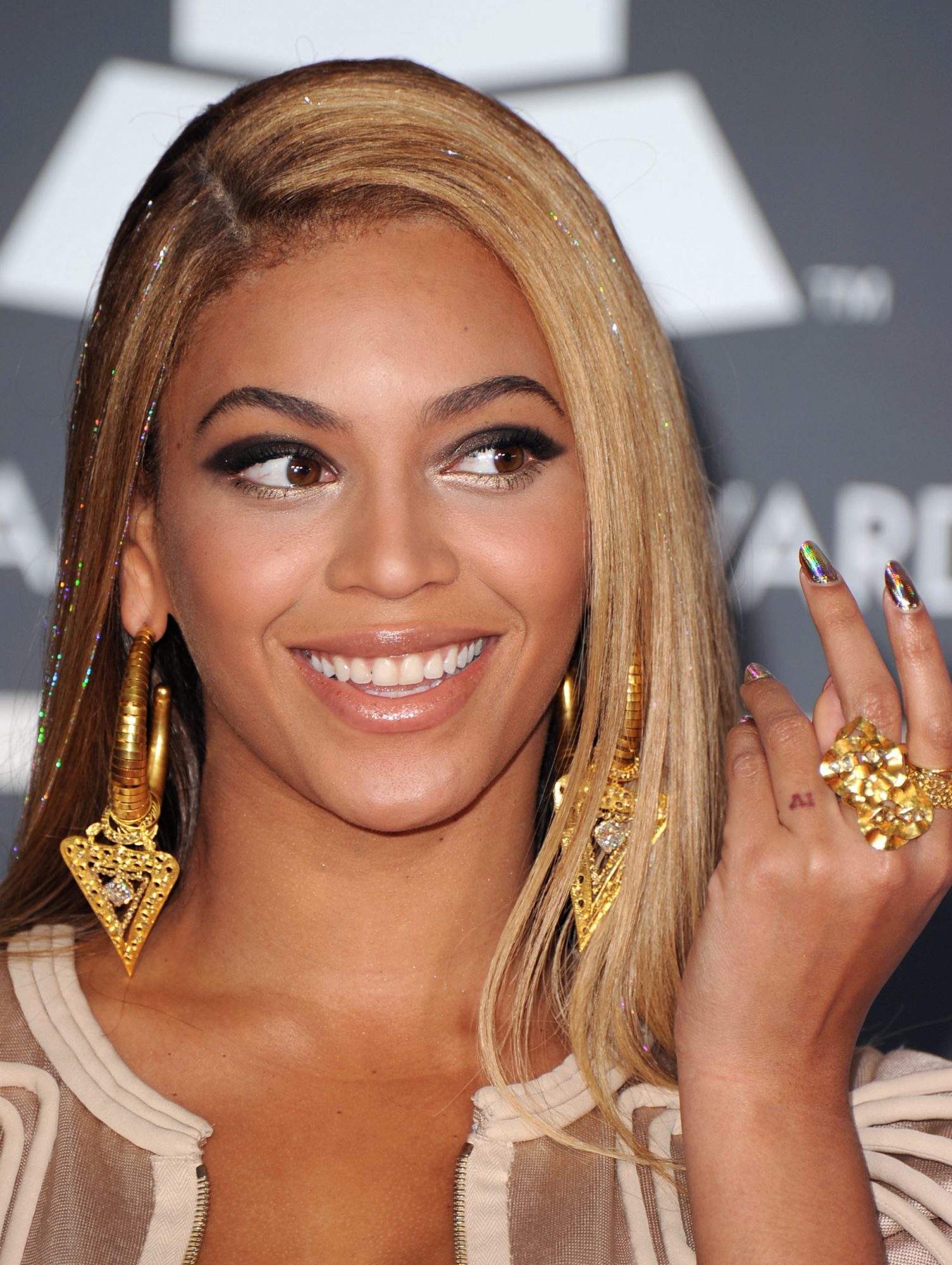 Beyonce Tattoo 2010 - Embed