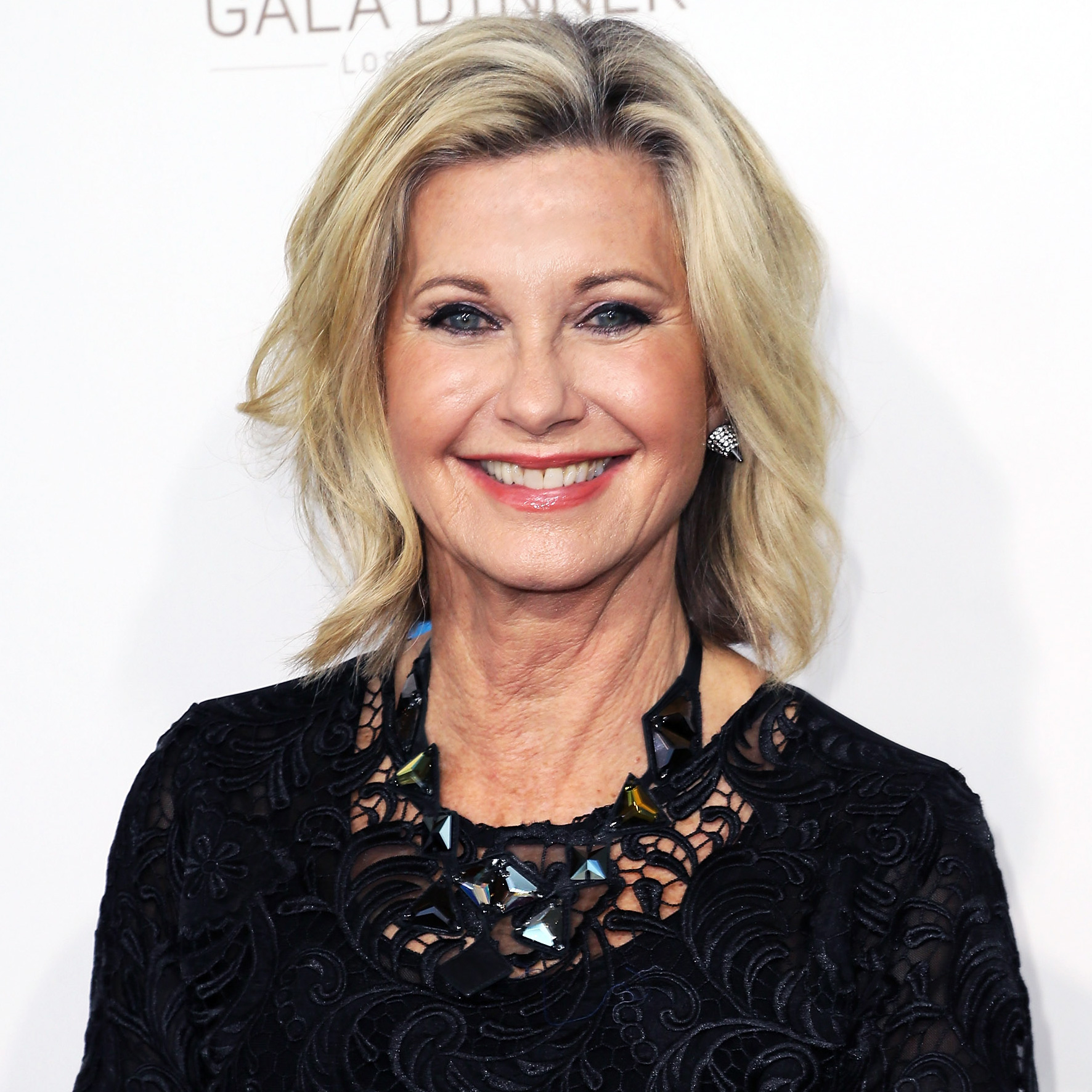 Celebs Who Revealed Health Issues in 2017 - Olivia Newton-John