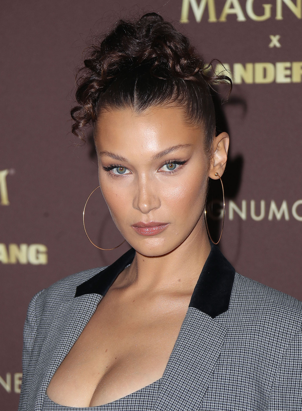 Bella Hadid's Curly Ponytail