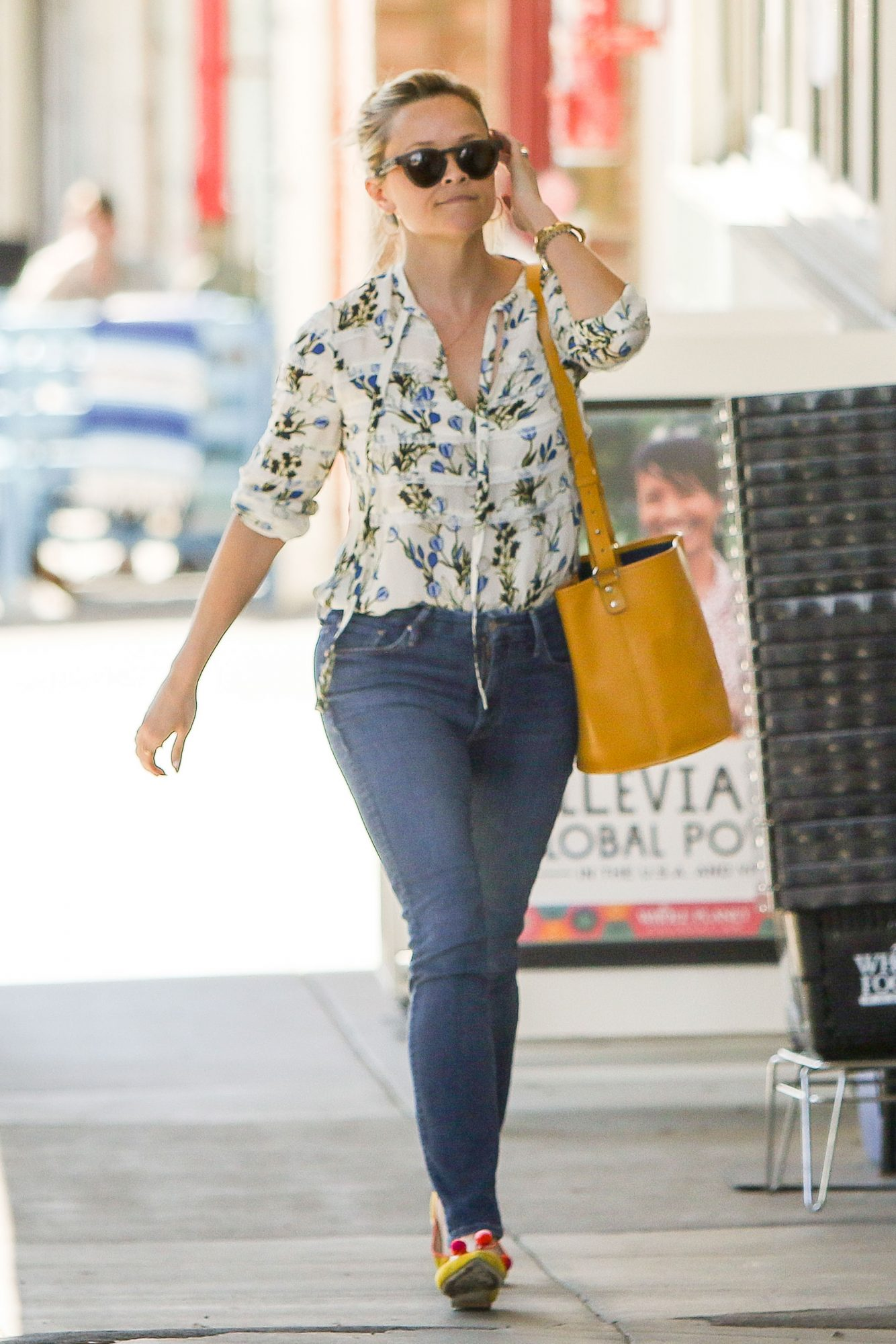 Reese Witherspoon in Mother The Looker