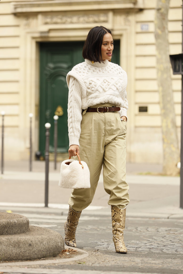 what to wear with khakis, khaki pants outfit idea, khaki pants and boots