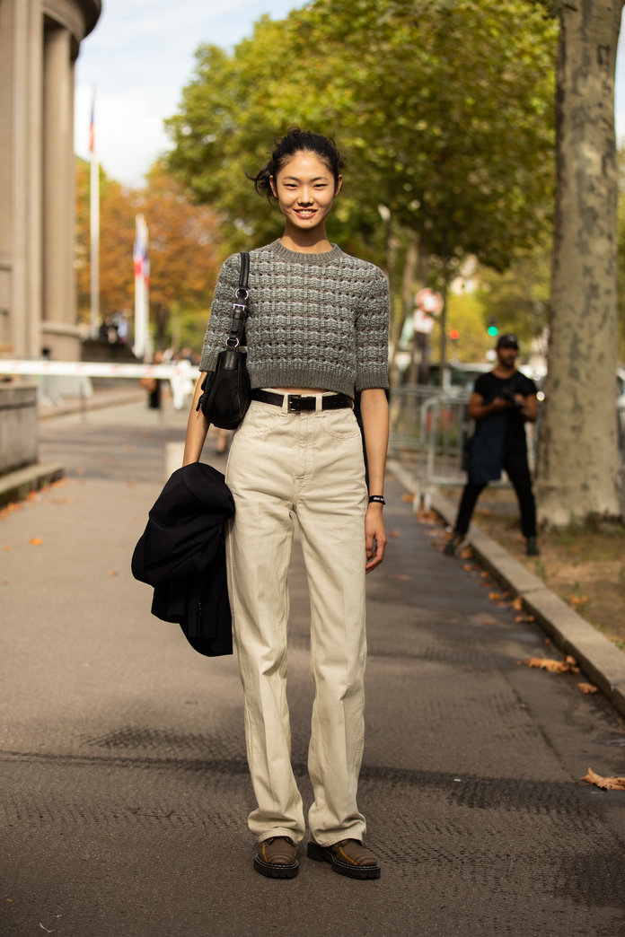 what to wear with khakis, khaki pants outfit idea, khaki pants and a short-sleeved top