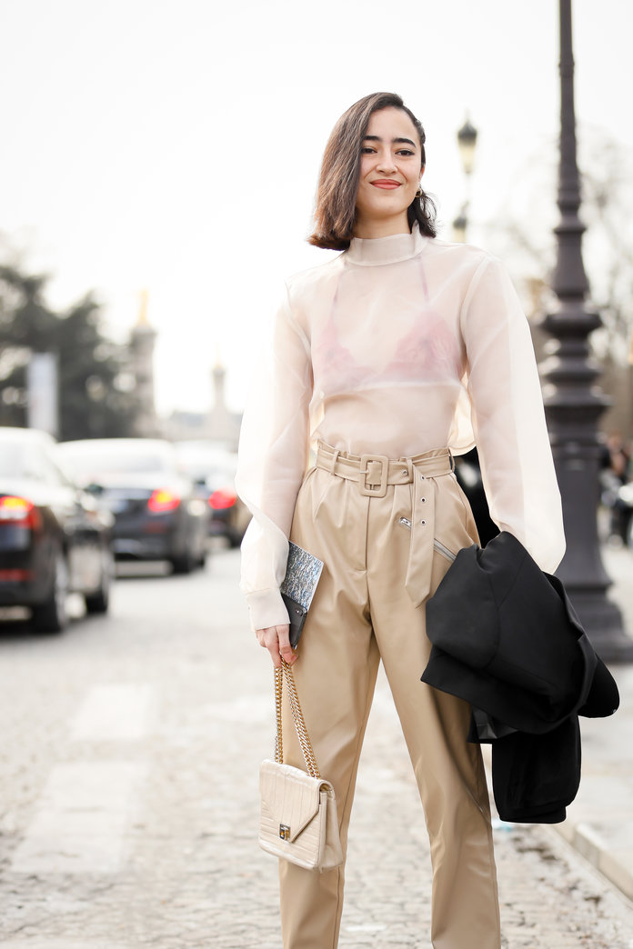 what to wear with khakis, khaki pants outfit ideas, khaki pants and a sheer shirt