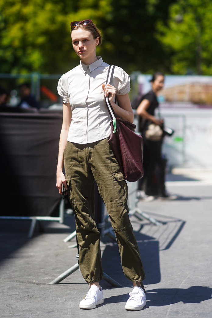 what to wear with khakis, khaki pants outfit idea, khaki pants and a short-sleeved button-down
