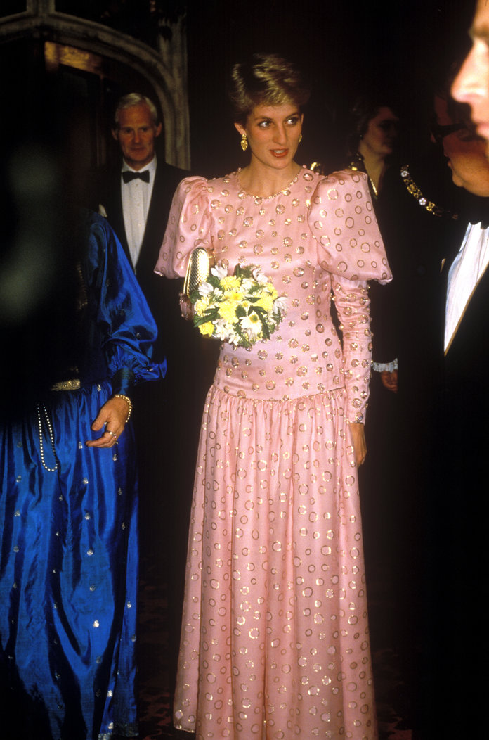 Princess Diana Outfits, Styling Tricks, Pink Puff-Sleeved Gown