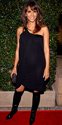 Halle Berry, Valentino Red, pregnant, maternity style, pregnant celebrities, celebrity style