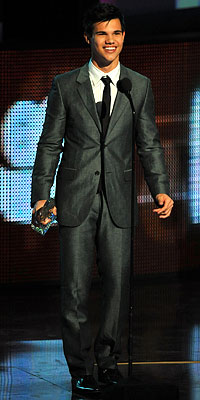 Taylor Lautner - 2010 People's Choice Awards