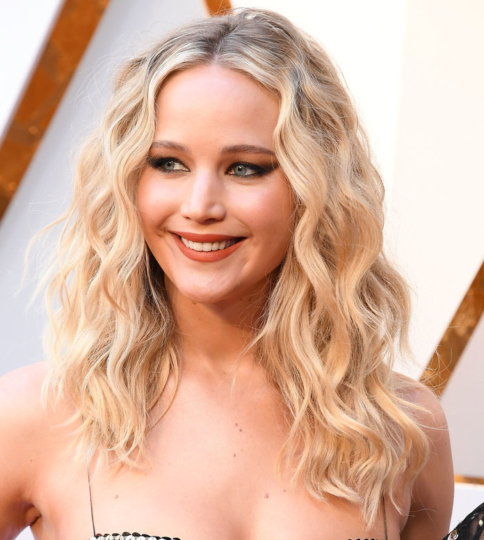 Jennifer Lawrence — Long Layered Haircuts - Tout