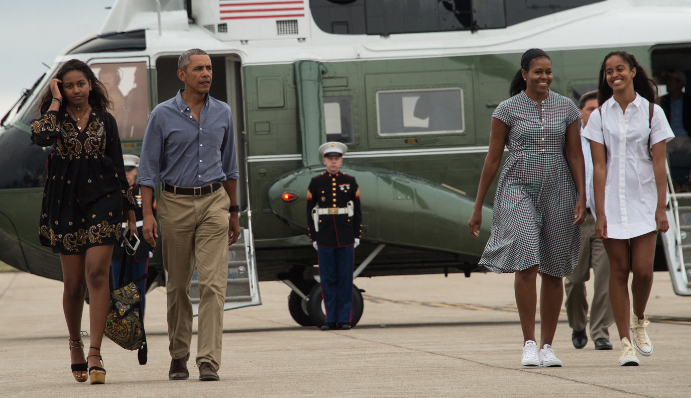 The Obamas Return From Vacation - Lead